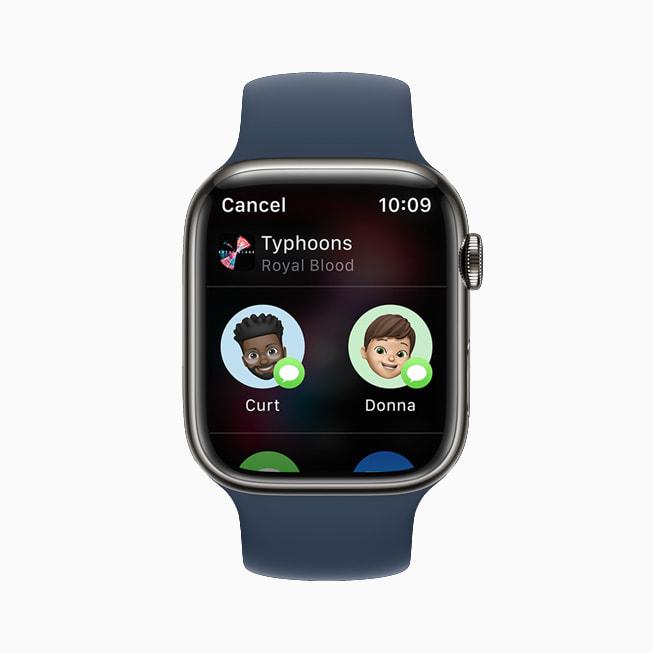 Un Apple Watch Series 7 che mostra l'app Musica in watchOS 8.