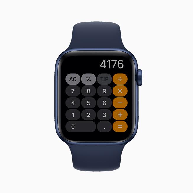 상시표시형 디스플레이가 적용된 계산기 앱을 보여주는 Apple Watch Series 6.