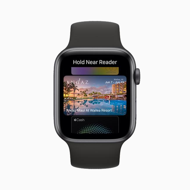 하와이에 있는 호텔 객실의 디지털 키를 보여주는 Apple Watch Series 6.
