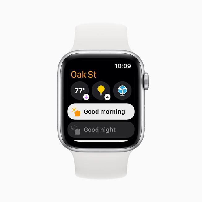 날씨와 방 조명 등 다양한 모드와 액세서리를 보여주는 Apple Watch Series 6.