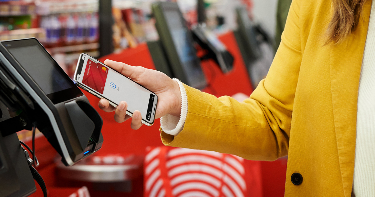 Apple pay coming to partners customer checking out with apple pay at target 01222019 lp hero.jpg.og