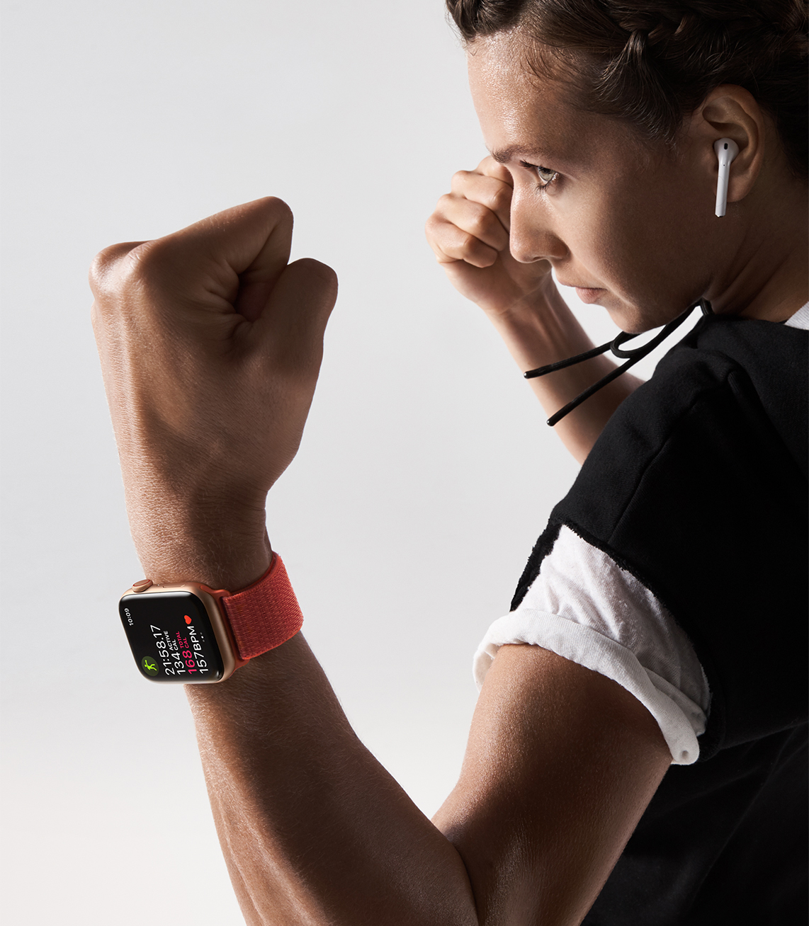 https://www.apple.com/newsroom/images/product/watch/lifestyle/apple-watch-series4_boxer-lifestyle_09122018_carousel.jpg.large_2x.jpg