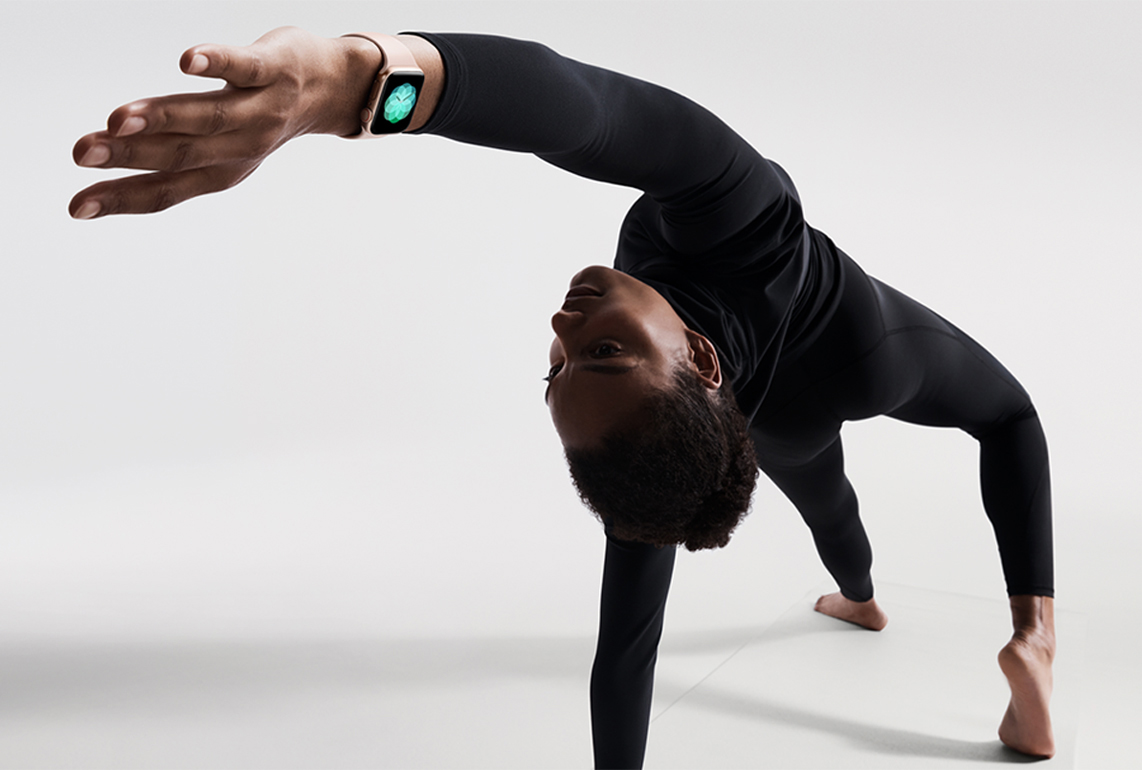 https://www.apple.com/newsroom/images/product/watch/lifestyle/apple-watch-series4_yoga_09122018_inline.jpg.large_2x.jpg