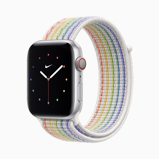 Apple Watch Nike를 위한 프라이드 에디션 스포츠 루프와 페이스를 옆에서 본 모습.