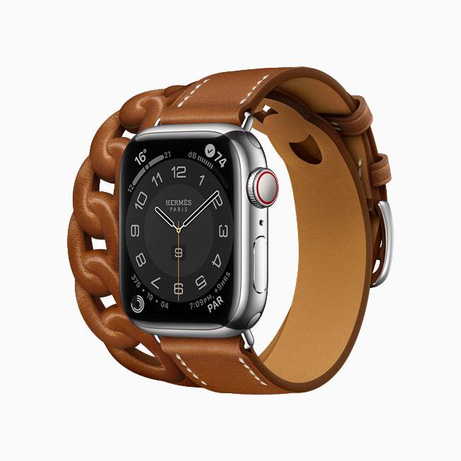 Apple Watch Hermès Gourmette Double Tour is shown in Fauve Barénia leather.