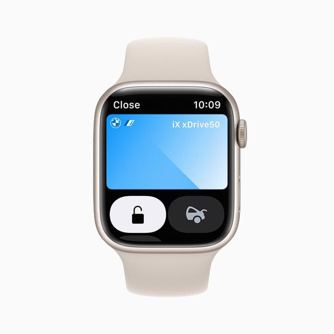 Le chiavi dell'auto in Wallet su un Apple Watch Series 7.