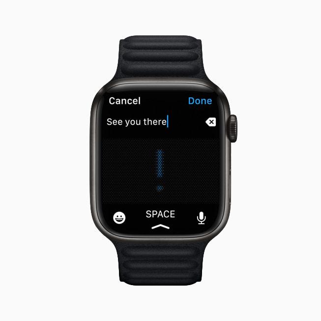 Un Apple Watch Series 7 con la funzione di dettatura nell'app Messaggi.