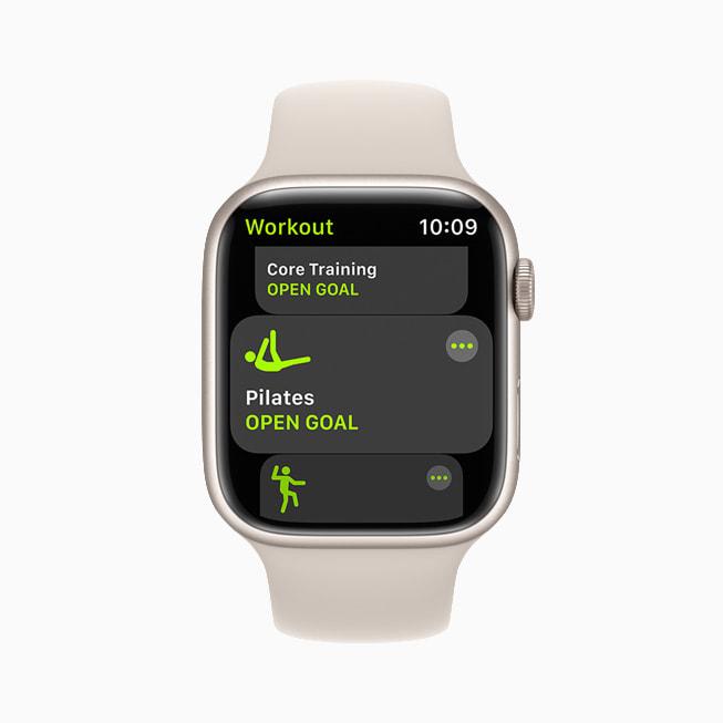 Il tipo di allenamento Pilates dell'app Allenamento su un Apple Watch Series 7 con watchOS 8.