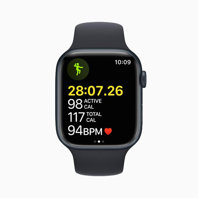 L'app Allenamento su un Apple Watch Series 7 con watchOS 8.