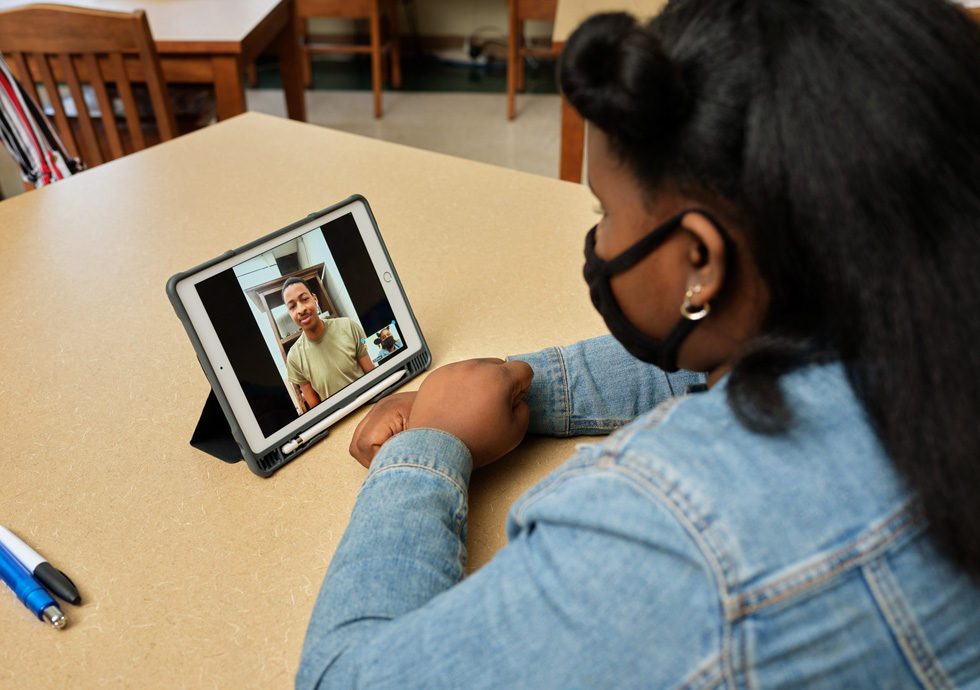 JaNiyah Hooks uses iPad equipped with Apple Pencil to interview Jamell Newton.