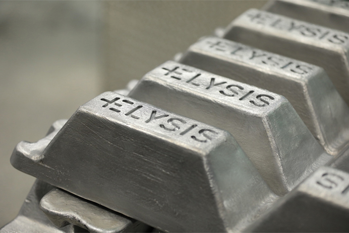 https://www.apple.com/newsroom/images/values/environment/aluminum-manufacturing_carbon-free-smelting_05102018_big.jpg.large.jpg