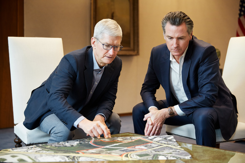 Tim Cook and California Governor Gavin Newsom.