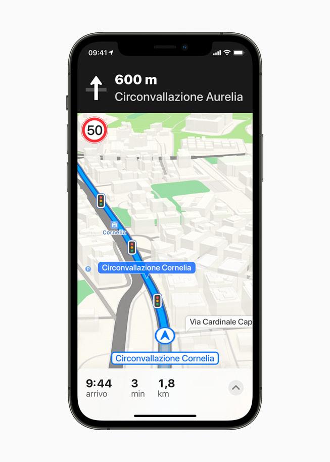 Mappe di Apple mostra una schermata di navigazione a Roma, con tre semafori.