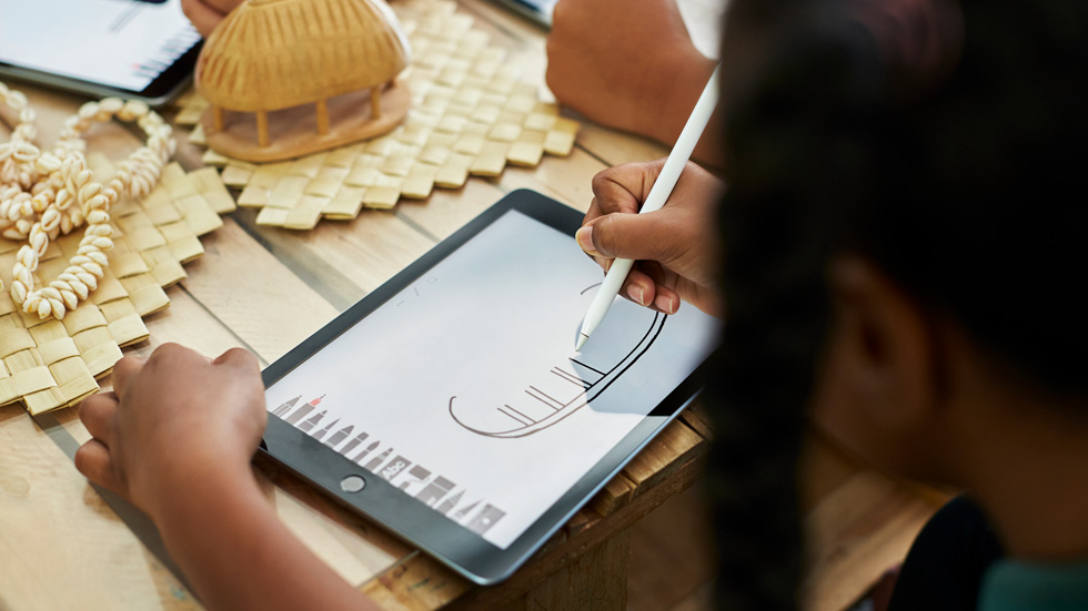 Bromley School student Azariah Abohay using Apple Pencil and iPad.