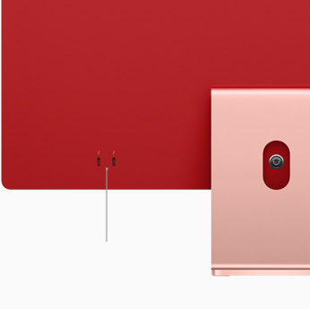 Primo piano di due porte Thunderbolt / USB4 su un iMac rosa