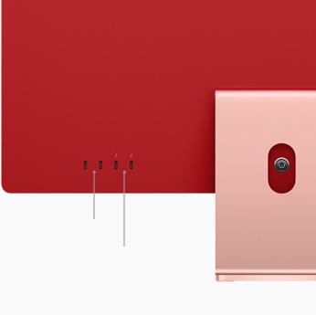Primo piano di due porte Thunderbolt / USB4 e due porte USB3 su un iMac rosa